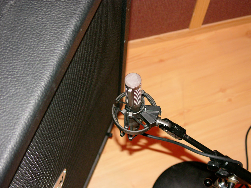 bass cabinet mic placement 2